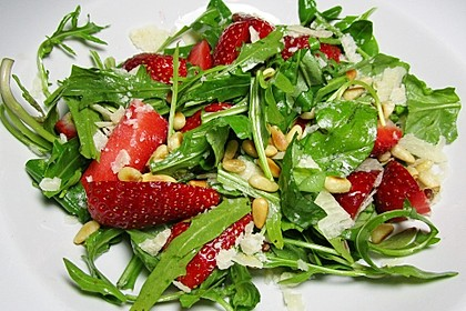 Basilikum-Rucolasalat mit Erdbeeren 18