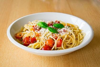 Koelkasts Spaghetti mit kalter Tomatensoße 11