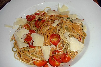 Koelkasts Spaghetti mit kalter Tomatensoße 14