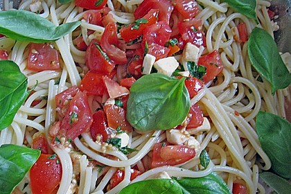 Koelkasts Spaghetti mit kalter Tomatensoße 8