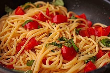Koelkasts Spaghetti mit kalter Tomatensoße 1