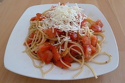 Koelkasts Spaghetti mit kalter Tomatensoße 9