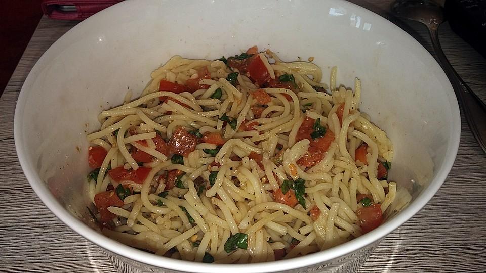 koelkasts spaghetti mit kalter tomatenso e rezept mit bild. Black Bedroom Furniture Sets. Home Design Ideas