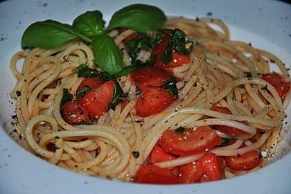 Koelkasts Spaghetti mit kalter Tomatensoße 7