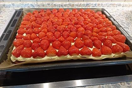 Erdbeer-Kuchen mit Vanillecreme 35