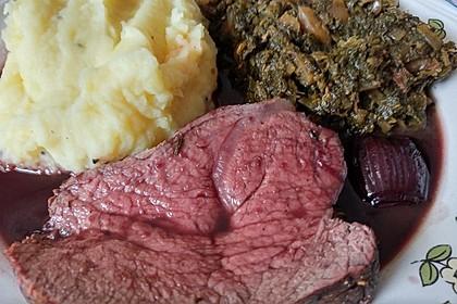 Rinderfilet auf Rotweinschalotten-Butter 18