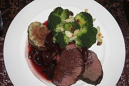 Rinderfilet auf Rotweinschalotten-Butter 25