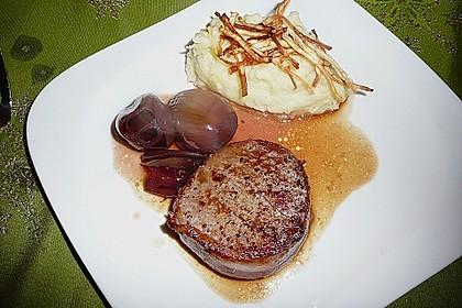 Rinderfilet auf Rotwein - Schalotten - Butter 18