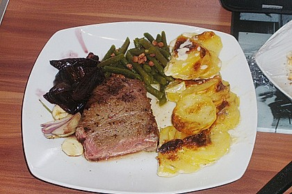 Rinderfilet auf Rotwein - Schalotten - Butter 31
