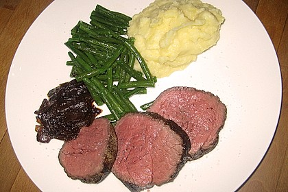 Rinderfilet auf Rotwein - Schalotten - Butter 10