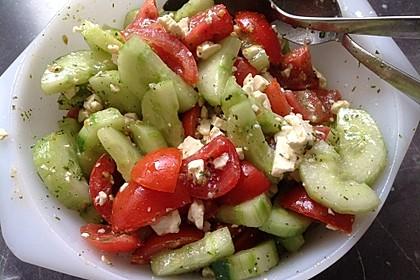 Tomaten - Gurken - Salat mit Feta 14