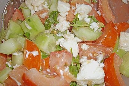 Tomaten - Gurken - Salat mit Feta 10