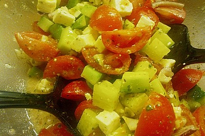 Tomaten - Gurken - Salat mit Feta 12