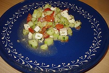 Tomaten - Gurken - Salat mit Feta 16