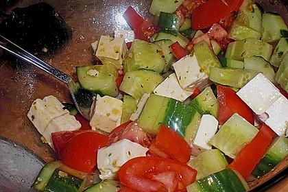 Tomaten - Gurken - Salat mit Feta 11