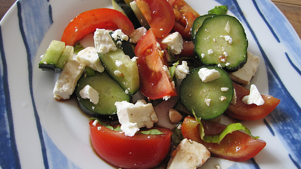 tomaten gurken salat mit feta rezept mit bild. Black Bedroom Furniture Sets. Home Design Ideas