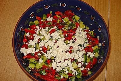 Tomaten - Gurken - Salat mit Feta 9