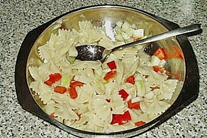 Bunter Nudelsalat ohne Mayonnaise 12