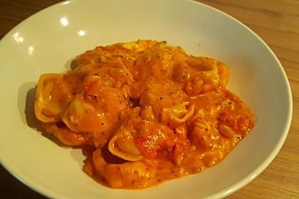 Tortellini in Tomaten - Käse - Sauce 5