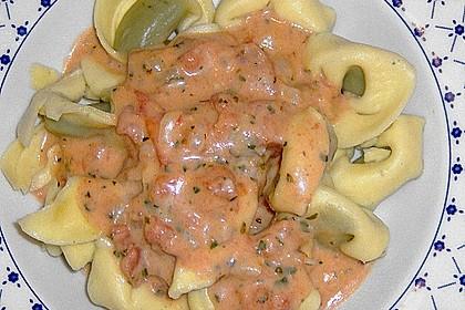 Tortellini in Tomaten - Käse - Sauce 11