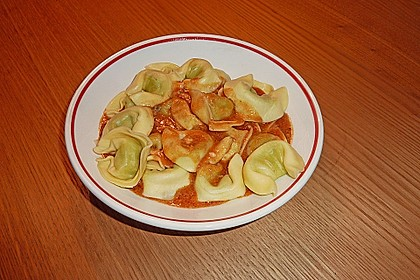Tortellini in Tomaten - Käse - Sauce 15