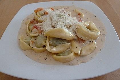Tortellini in Tomaten - Käse - Sauce 7