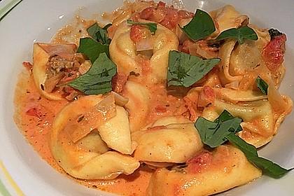 Tortellini in Tomaten - Käse - Sauce 4