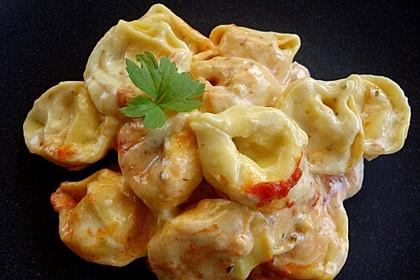 Tortellini in Tomaten - Käse - Sauce