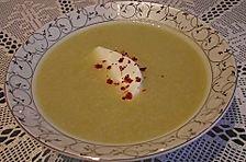 Rosenkohlsuppe mit Petersiliensahne