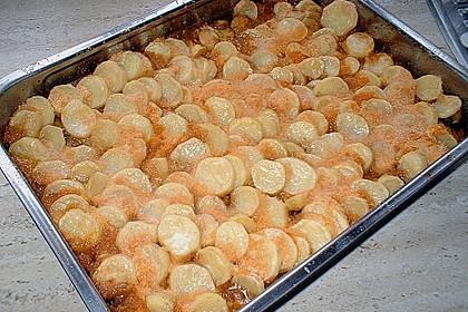 Zwiebelgulasch mit Kartoffelkruste