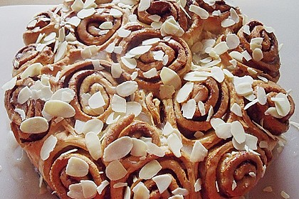 Zimtrollen-Kuchen 144