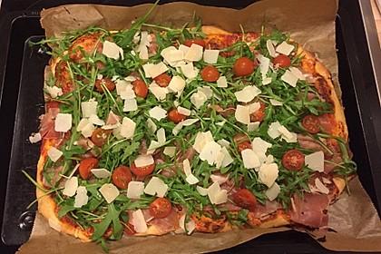 Pizza mit Rucola und Parmaschinken 5