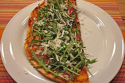 Pizza mit Rucola und Parmaschinken 4