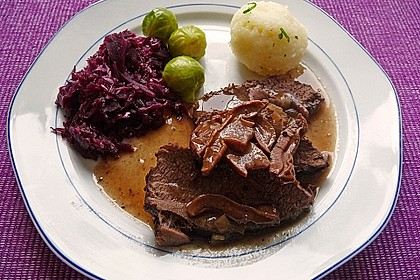 Wildschweinbraten in Steinpilz-Rotwein-Sauce