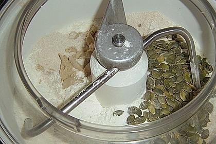 Steirisches Kürbiskern-Brot mit Kürbiskernöl 80
