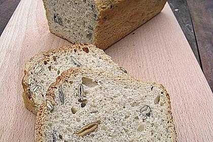 Steirisches Kürbiskern-Brot mit Kürbiskernöl 2