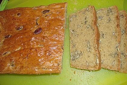 Steirisches Kürbiskern-Brot mit Kürbiskernöl 35