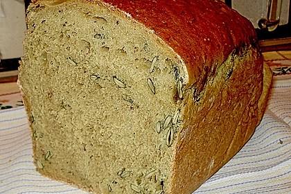 Steirisches Kürbiskern-Brot mit Kürbiskernöl 13