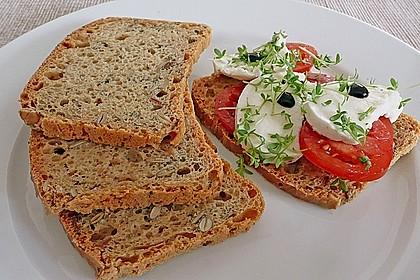 Steirisches Kürbiskern-Brot mit Kürbiskernöl