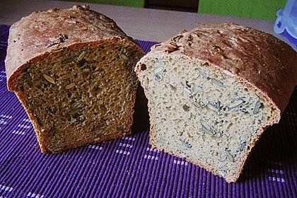 Steirisches Kürbiskern-Brot mit Kürbiskernöl 38