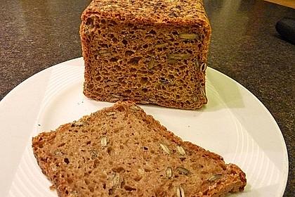 Steirisches Kürbiskern-Brot mit Kürbiskernöl 17