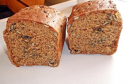 Steirisches Kürbiskern-Brot mit Kürbiskernöl 11