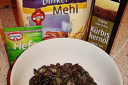 Steirisches Kürbiskern-Brot mit Kürbiskernöl 74