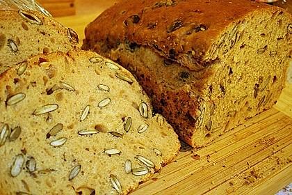 Steirisches Kürbiskern-Brot mit Kürbiskernöl 4