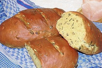 Steirisches Kürbiskern-Brot mit Kürbiskernöl 3