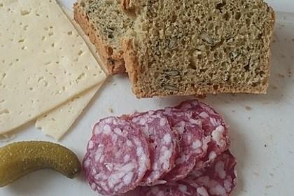 Steirisches Kürbiskern-Brot mit Kürbiskernöl 6