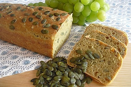Steirisches Kürbiskern-Brot mit Kürbiskernöl 12