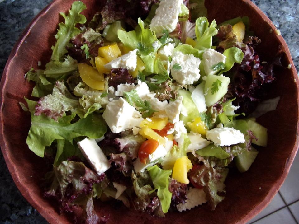 bunter salat mit schafsk se rezept mit bild von stoepselchen. Black Bedroom Furniture Sets. Home Design Ideas