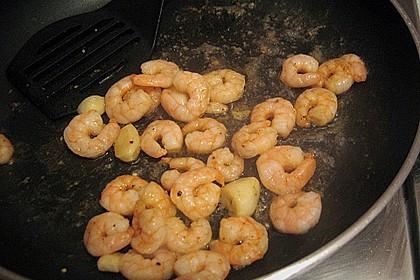 Garnelen mit Knoblauch, Öl und Chilisauce 8