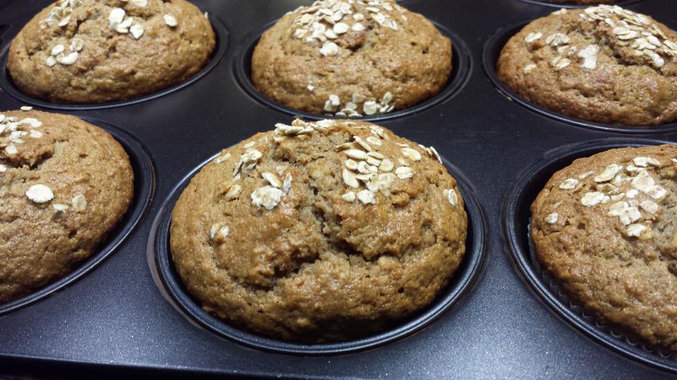 joghurt bananen muffins vollkorn rezept mit bild. Black Bedroom Furniture Sets. Home Design Ideas